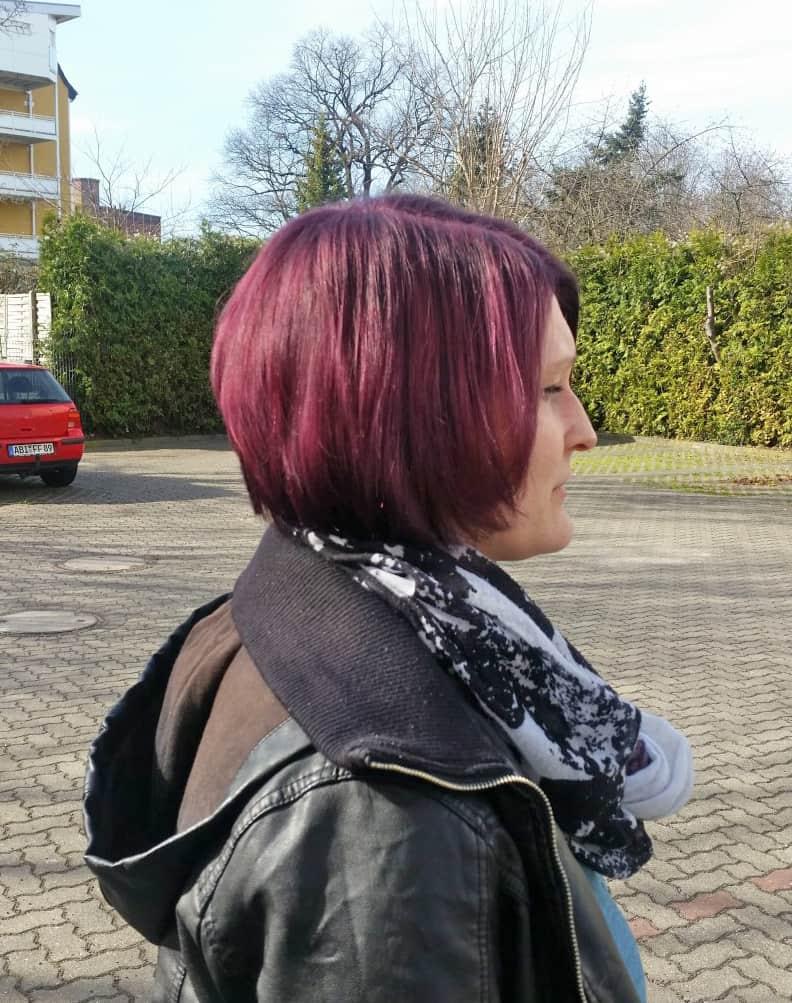 Konkaver Bob In Violett Und Blonden Strähnen Pophair