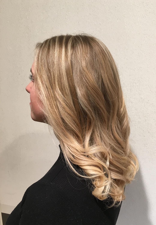 Blondes-Strähnen