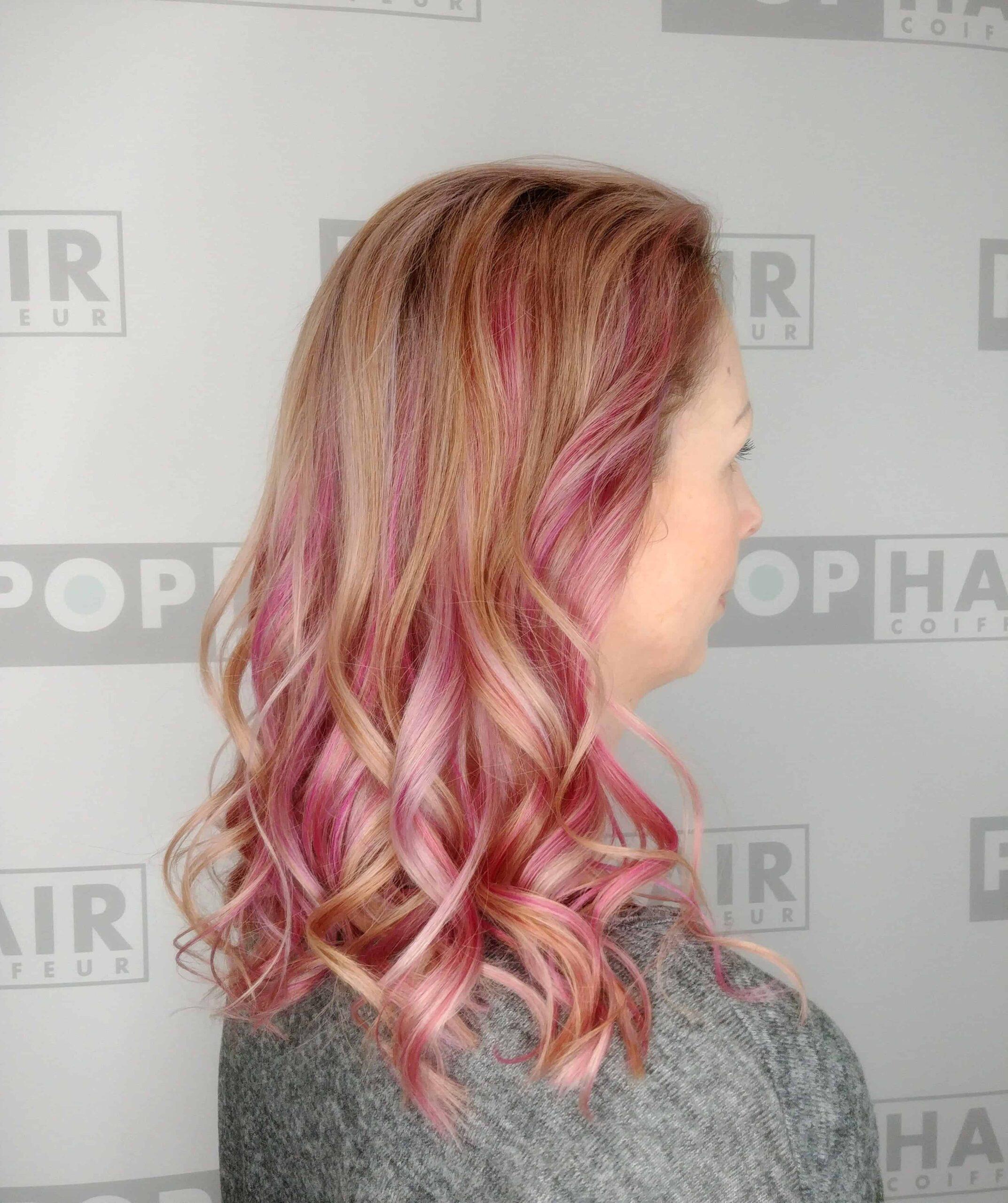 Blond-mit-pinken-und-violetten-Slices-scaled