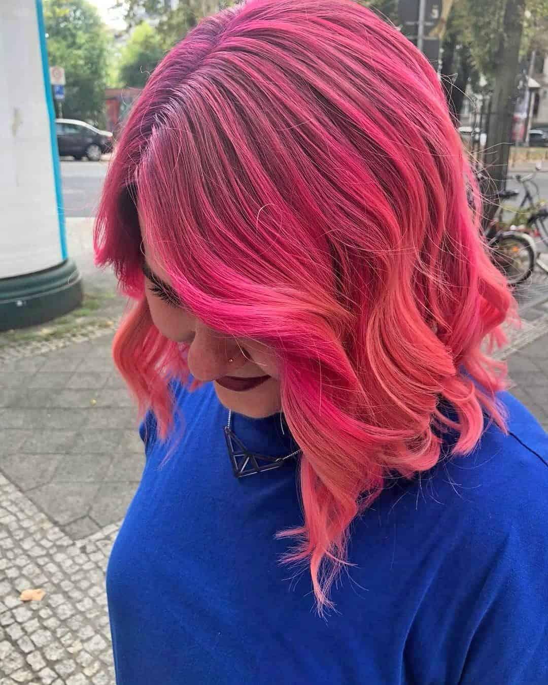 Rote-Beere-im-Haar