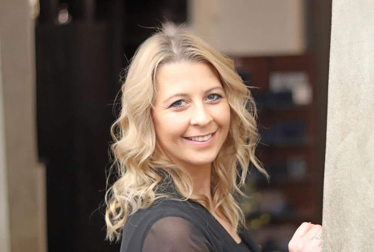 Friseur-Meisterin und Ausbilderin Evelin Gronau bei POPHAIR Leipzig