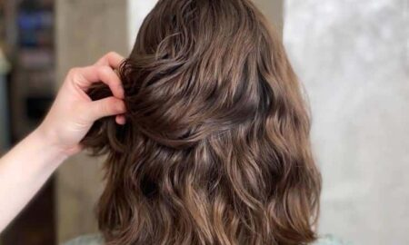 Dauerwelle-in-braunem-Haar-450x270