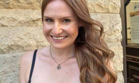 Nicole-strahlt-ueber-ihre-neuen-Haare-450x270