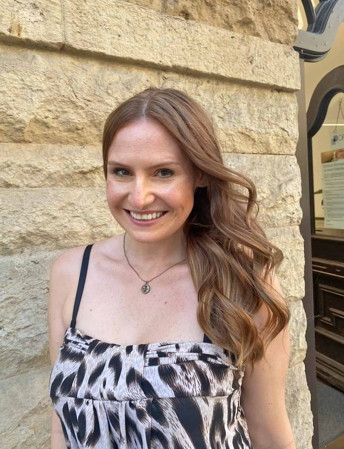Nicole strahlt über ihre neuen Haare