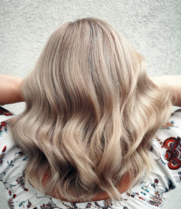 Sandra-neues-Blond-600x693