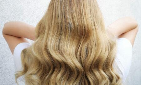 Damenfrisur-mit-gleichmaessigem-Blond-3-e1628258928783-450x270