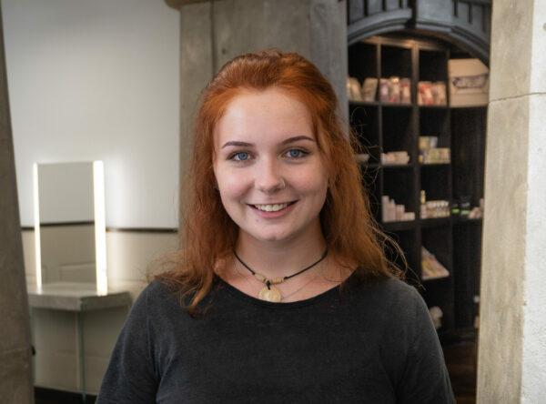 Friseur-Azubi Amely Hoffmann aus Leipzig